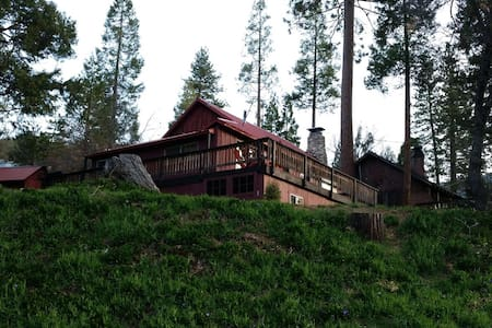 Cozy Sequoia Mountain Cabin - Camp Nelson