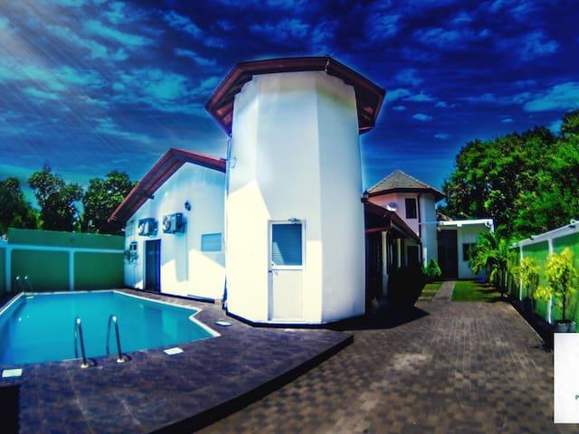 pavana  resort Negombo non A/C room