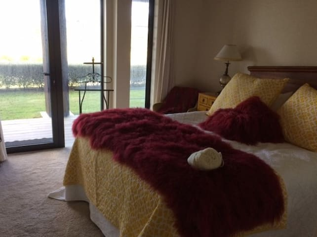 """Waitomo Boutique Lodges """"Country Home"""""""