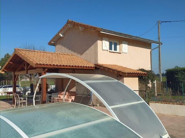 Maison individuelle avec piscine à 15 mn de Vienne