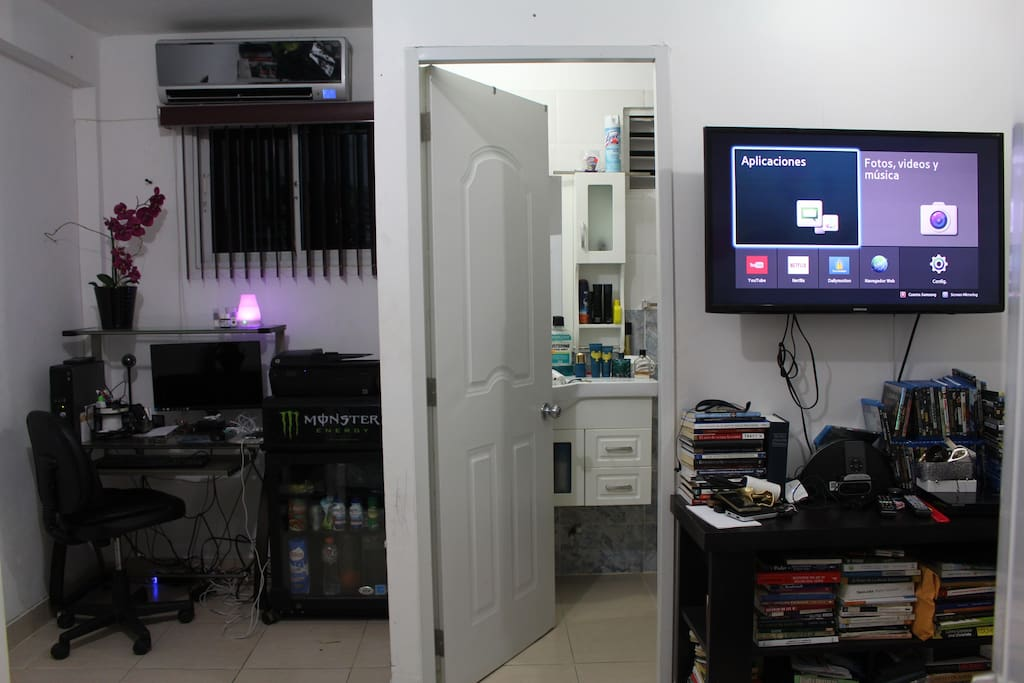 Aire acondicionado, Televicion 42 Pulgadas, Blue Ray DVD Player, Radio Depertador