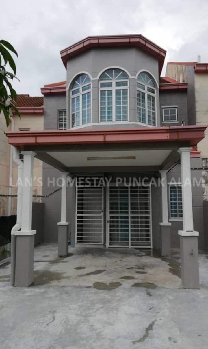 Lan's Homestay Puncak Alam (Near Uitm Puncak Alam)