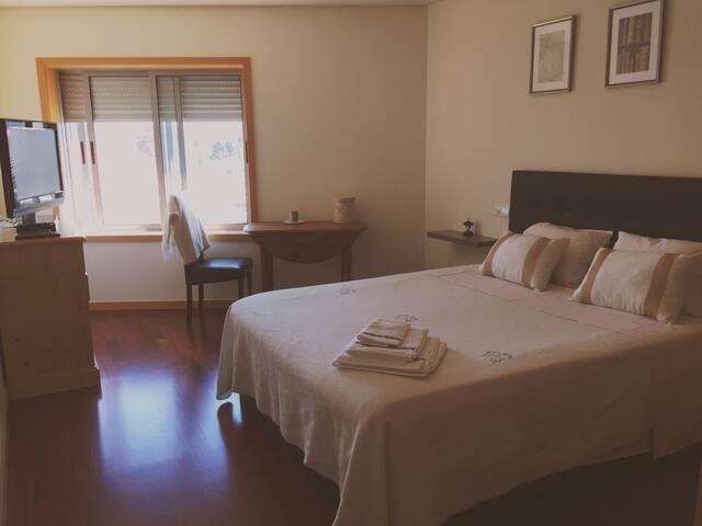 jolie chambre de 18m2 à 2,5 km de la plage - ヴィラ·ノヴァ·デ·ガイア - B&B/民宿/ペンション