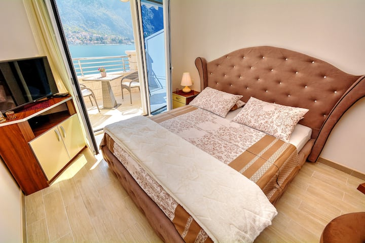 Seafront studio apartment with great view