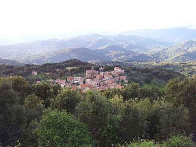 Entre Mer et Montagne, une maison de village... - Moca-Croce - House