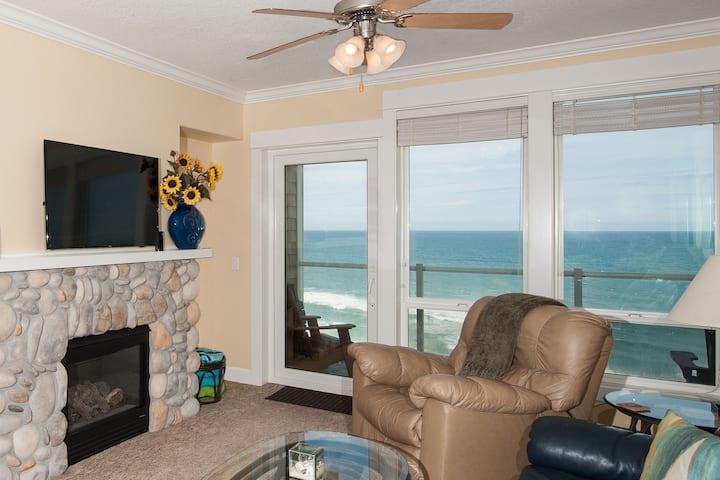 Oceanfront Vista - Top Floor Condo, Hot Tub!