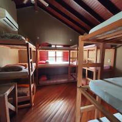 Durma bem e revigore suas energias no Hostel.