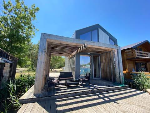 ADA-Luksuzna vila na vodi na najboljoj lokaciji