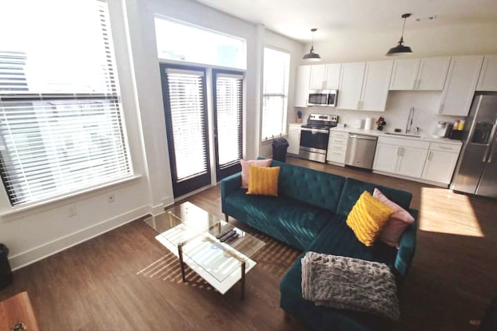 Stay Downtown | 1BR+Free Parking | 501 5th Ave S