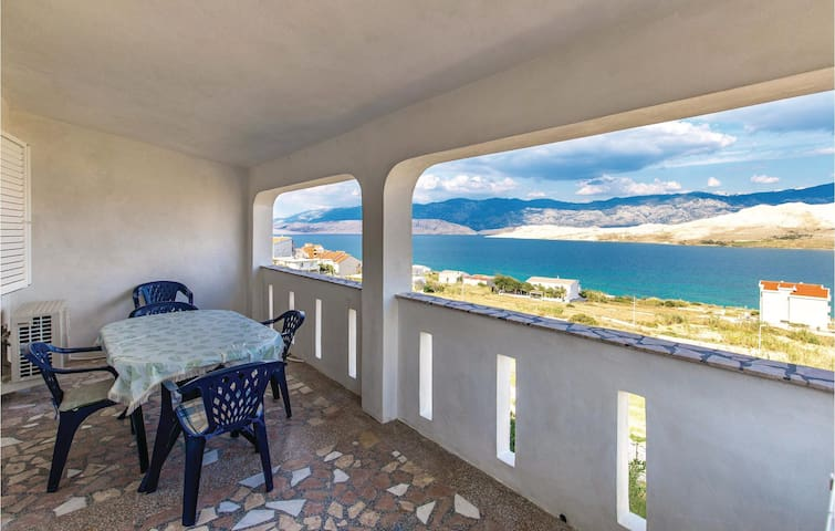 Holiday apartment with 2 bedrooms on 63 m² in Pag