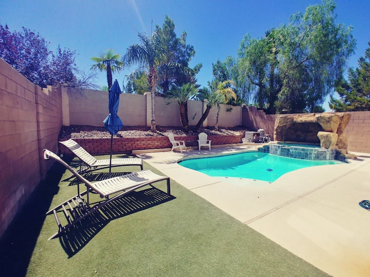 Entire 3400 sq ft Loft / private pool and spa..