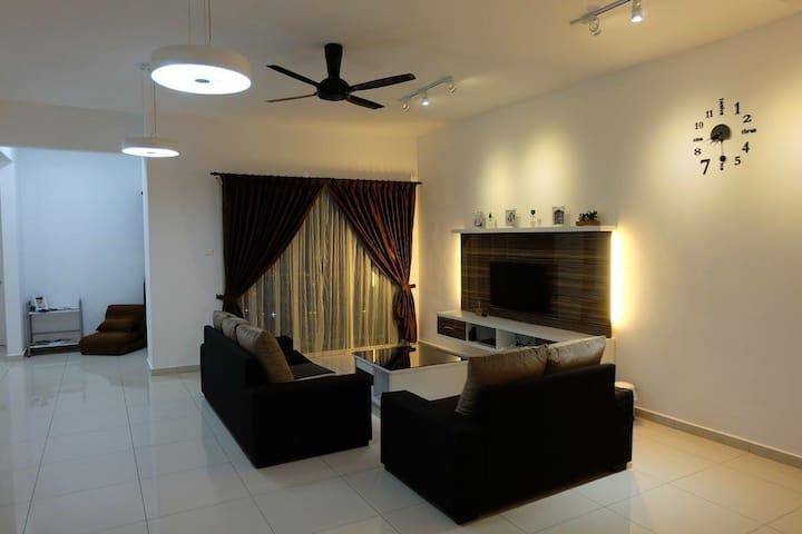 Modern Penang Homestay with Parking - Bayan Lepas - Apartament