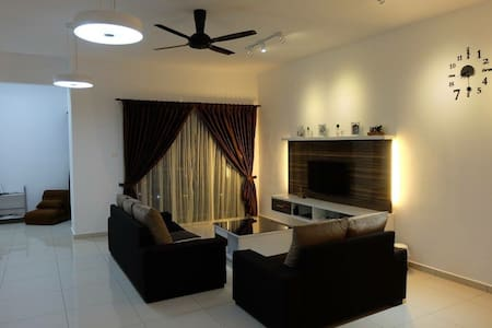Modern Penang Homestay with Parking - Bayan Lepas - Appartement
