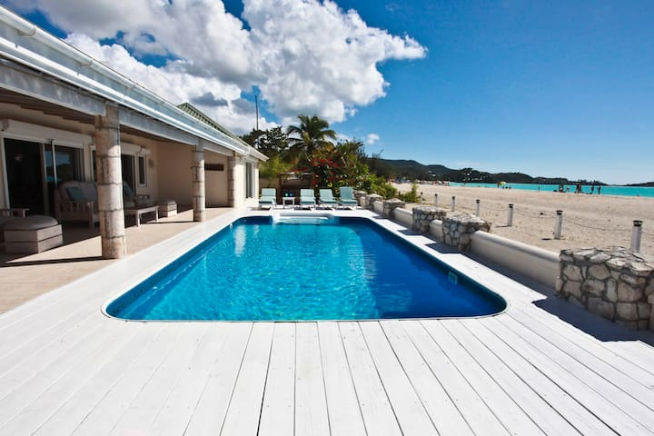 Island View Beachfront - 5 Bedrooms - Jolly Harbour - House