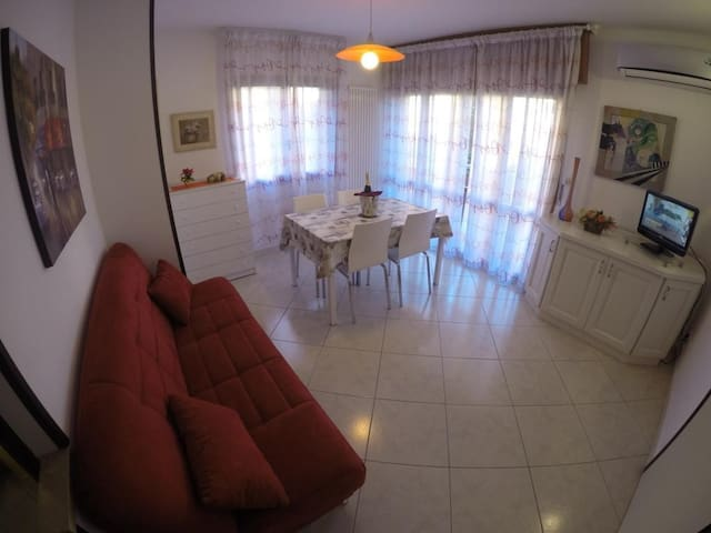 Holiday apt for 6 people just 100m from the lake and 500m from the centre of Peschiera