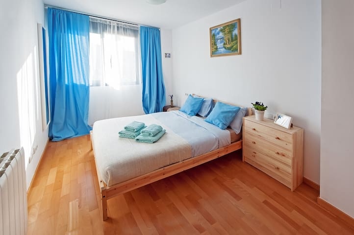 Flat, 2 rooms with sea view, beach! I B
