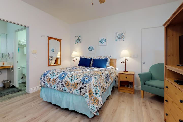 Cozy hotel-style studio with shared hot tub near beaches, sand dunes, and more!