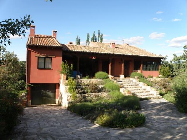 Preciosa Casa Rural situada a 5km de Riaza - Castillejo de Mesleón
