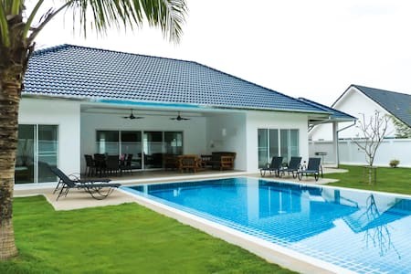 Villa contemporaine privée à Khao Lak