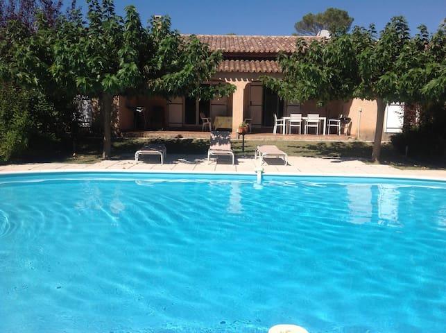 Les Oliviers- Maison entiere -piscine privative