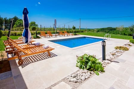 Familienhaus Selar mit Pool/Blick - Motovunski Novaki