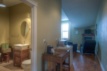 Country Encounters Accommodations - King Suites