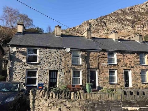 HOLIDAY COTTAGE TANYGRISIAU SNOWDONIA WALES