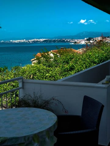The sitting area is a perfect dining place with an amazing view.