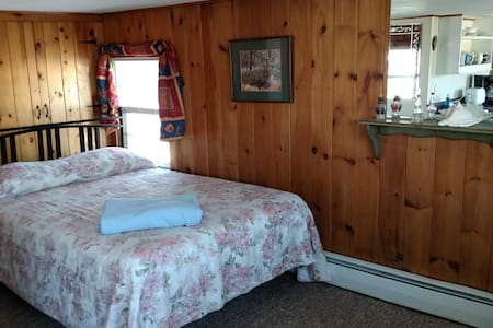 #11   Single Bedroom Suite by the Beach - Old Orchard Beach - Cabin