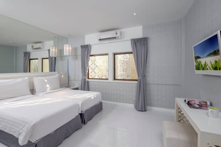 SUPERIOR DESIGN HOTEL IN PHUKET CITY ROOM