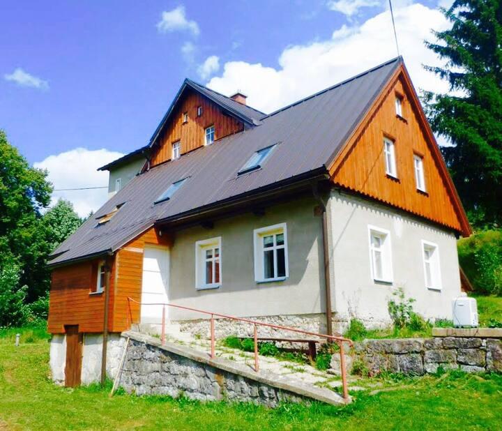 Comfortabel huis tussen Albrechtice en Josefuv Dul