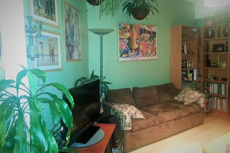 Spacious 2 BDRMS,5-minute walk to Kitsilano Beach! - Vancouver - Wohnung