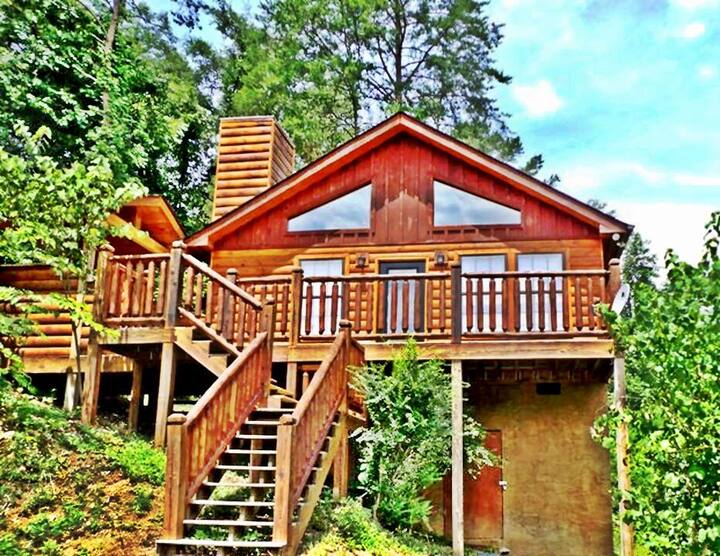 Secluded Cabin Near Smoky Mountains. Hot Tub.
