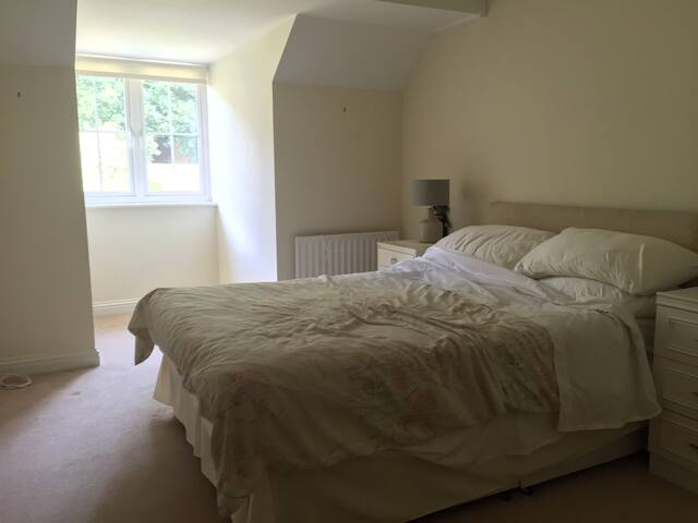 Room in three bedroom house - Orpington - Ház
