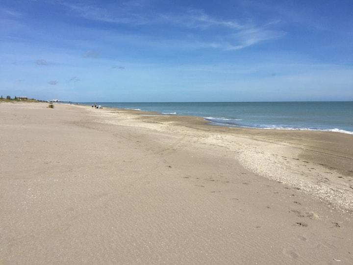 Paradise Found in Lovely Beach 2/2 Condo