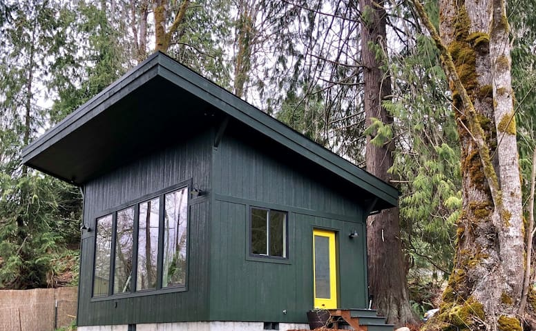 Creekfront  Cabin near Olympic National Park