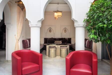 Beautiful Riad, near medina, Room 4 & 6- RM - Bed & Breakfast