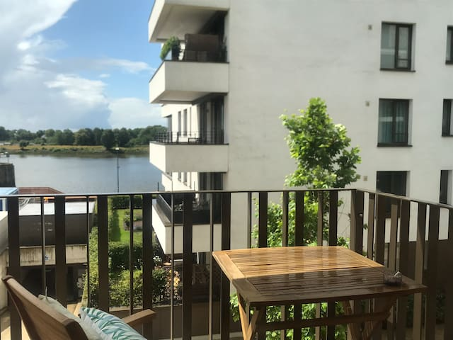 Stay In ÜberseeCity direct on the Weser