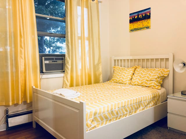 Private Bright Bedroom near 7 Train LGA & JFK