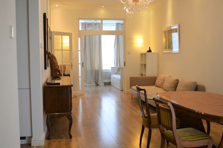 Charming 2 bedroom appartment by the sea