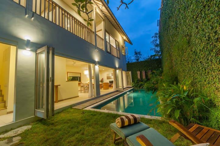 Cozy 3BR pool villa in central Jimbaran sleeps 6