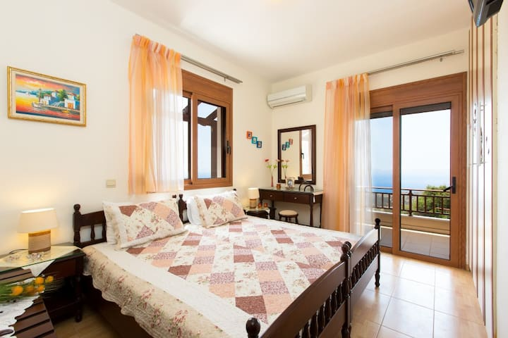 Complex of 2 holiday villas, Triopetra,  South ... - Triopetra - วิลล่า