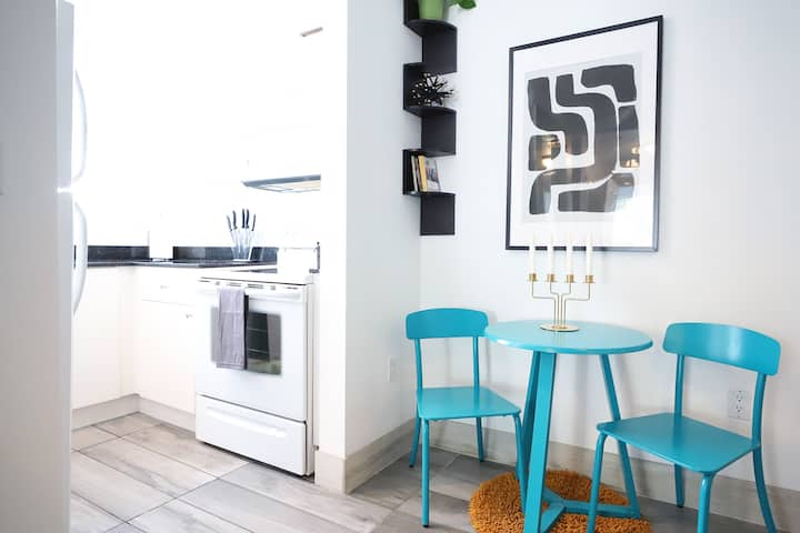 Cozy Corner w/FREE Parking | Steps to Ocean Drive & Beach | 1 Bedroom Apartment