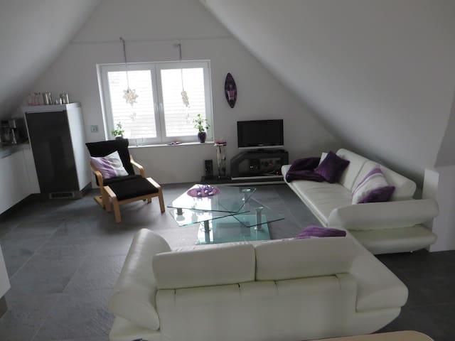 Tolle Dachgeschosswohnung am Rande des Ruhrgebiets - Bottrop - Apartment