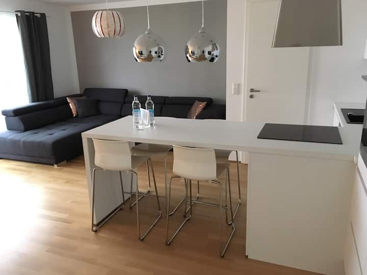 10 minutes to Messe/kitchen/balcony/free parking