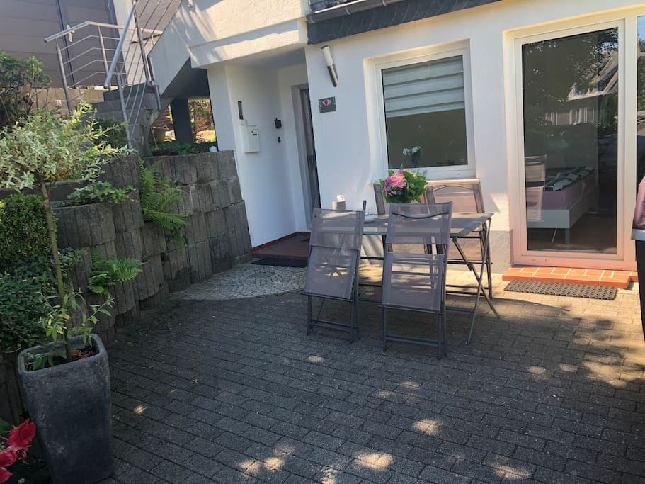 Terrasse mit eigenem Hauseingang
