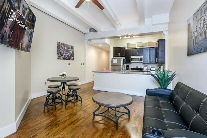 Spacious loft close to French Quarter & Bourbon St
