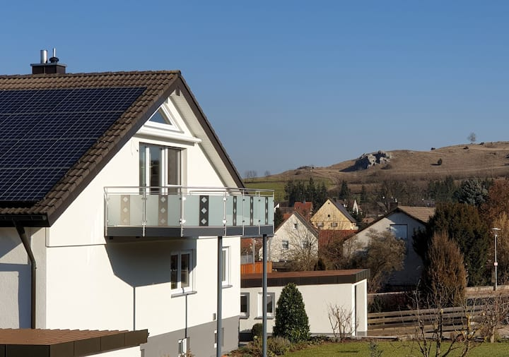 Bergblick Utzmemmingen mit Balkon auf der Südseite