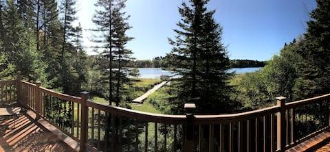 ❤️Log Lake Home, Peaceful getaway, Pontoon Included