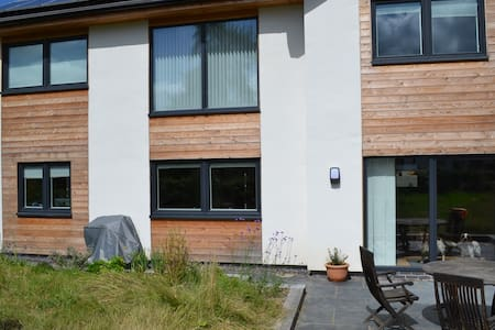 Sunny eco friendly modern en-suite. - Boughrood - Inap sarapan